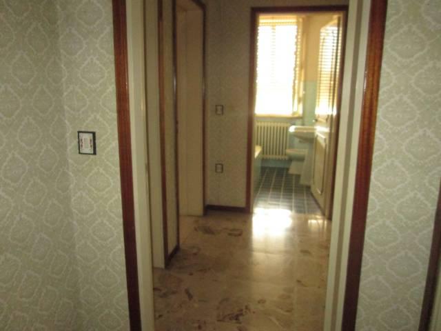 Appartamento in vendita a Marmirolo, 5 locali, prezzo € 70.000 | CambioCasa.it
