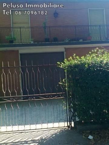 Palazzo / Stabile in vendita a Monterotondo, 5 locali, prezzo € 350.000 | CambioCasa.it