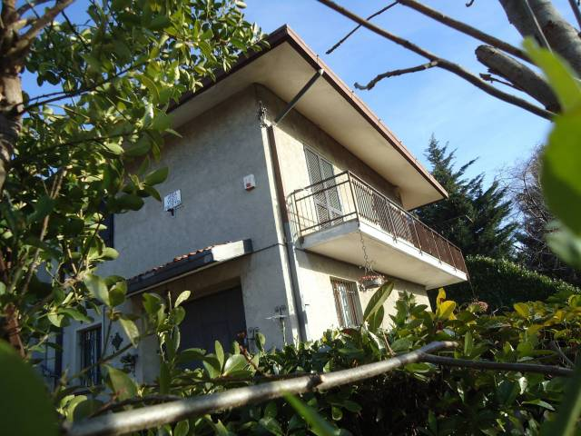 Villa in vendita a Colle Brianza, 5 locali, Trattative riservate | CambioCasa.it