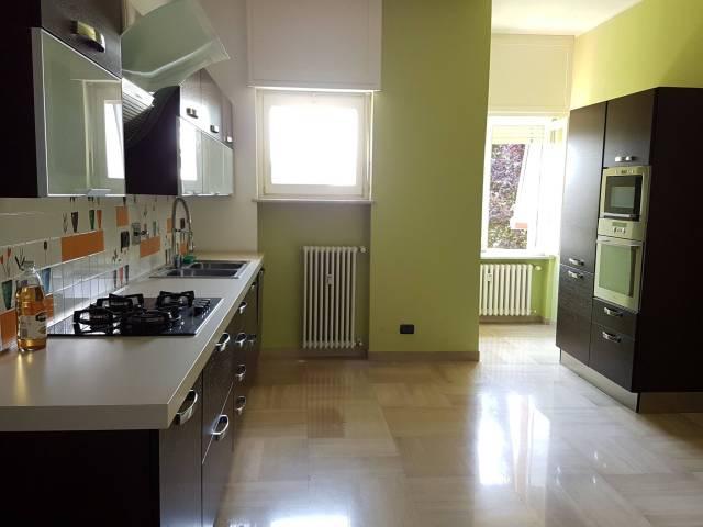 Appartamento in affitto a Moncalieri, 6 locali, prezzo € 1.000 | CambioCasa.it