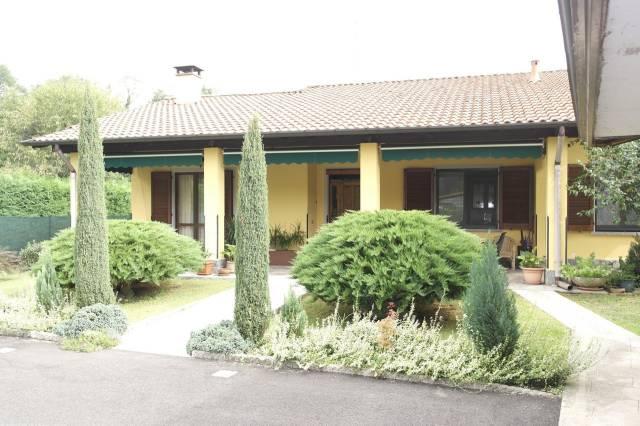 Villa in vendita a Besozzo, 5 locali, prezzo € 450.000   CambioCasa.it