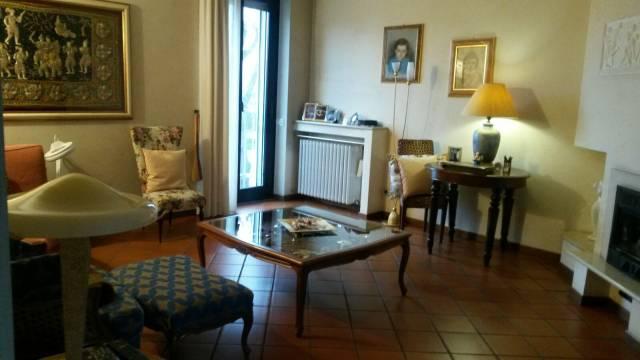 Villa in vendita a Busto Arsizio, 6 locali, prezzo € 420.000 | CambioCasa.it