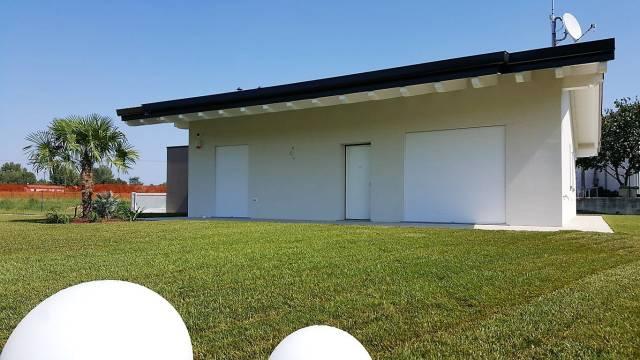 Villa in vendita a Puegnago sul Garda, 4 locali, prezzo € 399.000 | CambioCasa.it