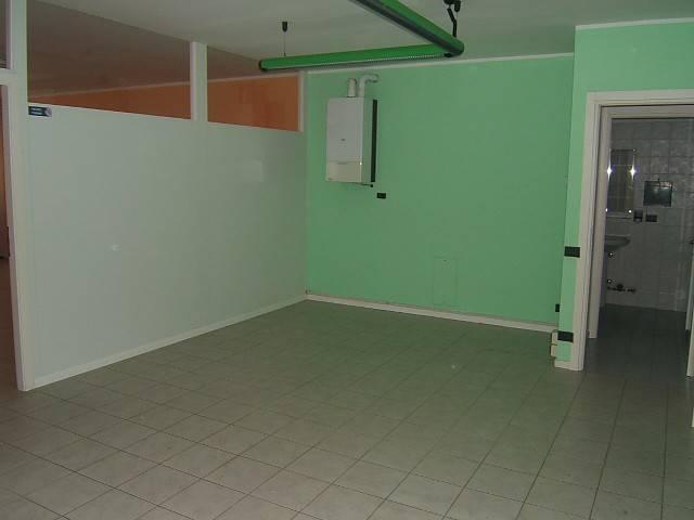 Ufficio / Studio in affitto a Ranica, 3 locali, prezzo € 650 | CambioCasa.it