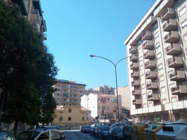 Negozio / Locale in affitto a Palermo, 2 locali, prezzo € 450 | CambioCasa.it