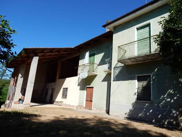 Rustico / Casale in Vendita a Carrù