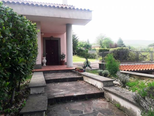 Villa in affitto a Nemi, 5 locali, prezzo € 1.900   CambioCasa.it