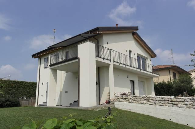 Villa in vendita a Morazzone, 4 locali, prezzo € 410.000 | CambioCasa.it