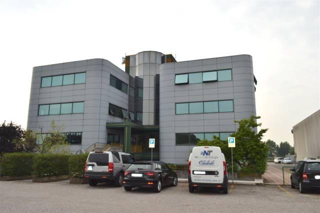 Ufficio / Studio in affitto a Villafranca di Verona, 4 locali, prezzo € 1.600 | CambioCasa.it