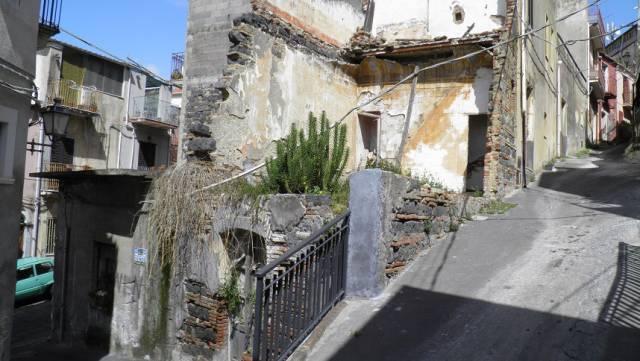 Palazzo / Stabile in Vendita a Motta Sant'Anastasia