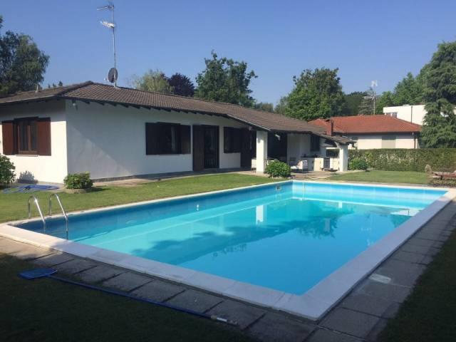 Villa in vendita a Cantù, 4 locali, prezzo € 800.000 | CambioCasa.it
