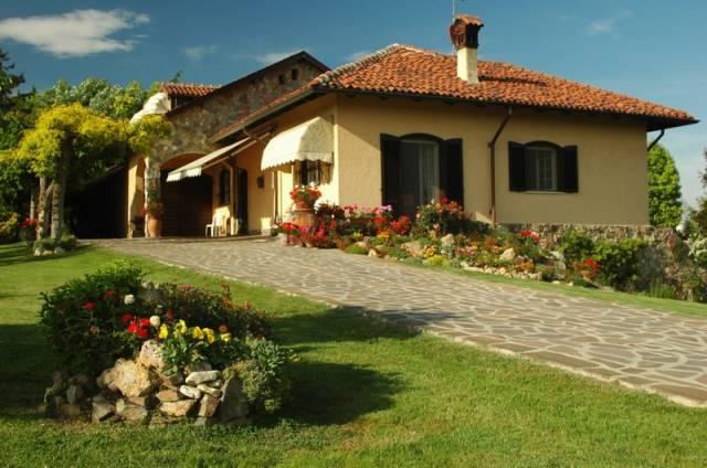 Villa in vendita a Pietra Marazzi, 6 locali, Trattative riservate | CambioCasa.it
