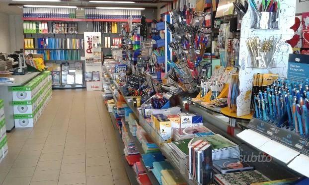 Negozio / Locale in vendita a Pomezia, 2 locali, prezzo € 50.000 | CambioCasa.it
