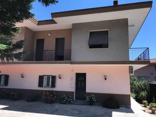 Villa in vendita a Vallecrosia, 6 locali, prezzo € 460.000   CambioCasa.it