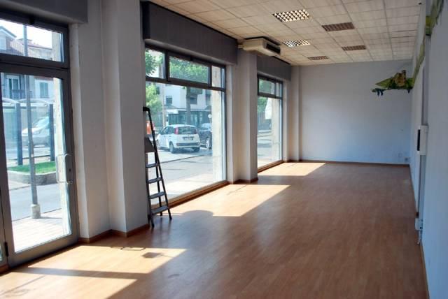 Negozio / Locale in affitto a Alba, 1 locali, prezzo € 980 | CambioCasa.it