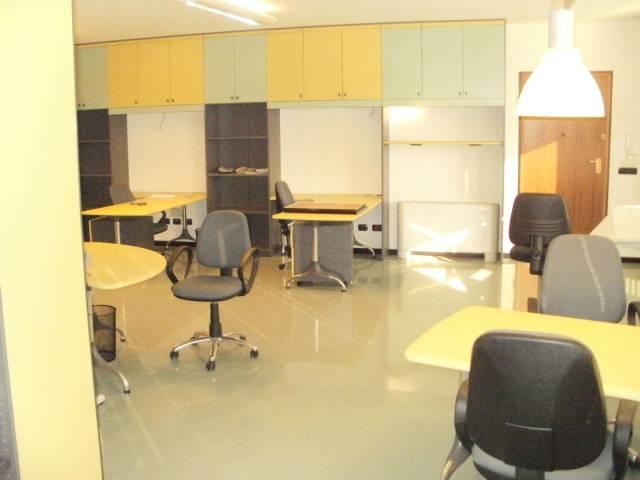 Ufficio / Studio in affitto a Alba, 2 locali, prezzo € 600 | CambioCasa.it
