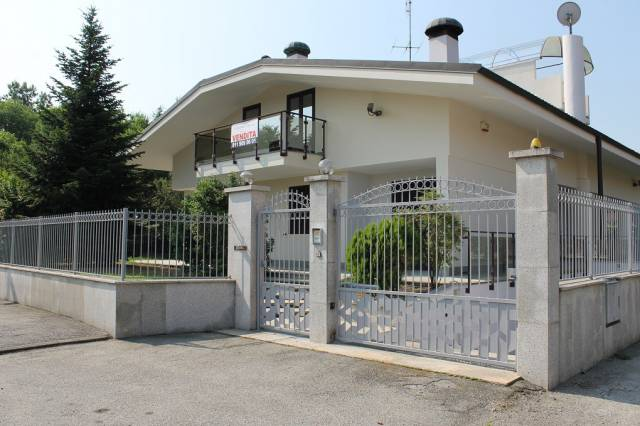 Villa in vendita a Orbassano, 6 locali, prezzo € 599.000   CambioCasa.it