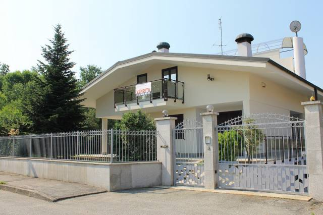 Villa in vendita a Orbassano, 6 locali, prezzo € 399.000   CambioCasa.it