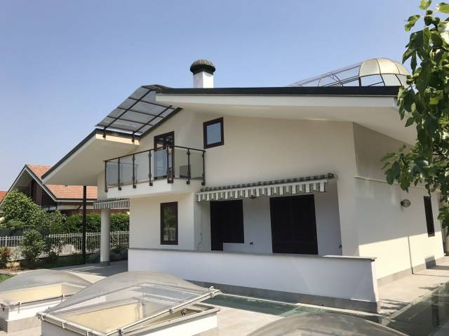 Villa in vendita a Orbassano, 6 locali, prezzo € 299.000   CambioCasa.it