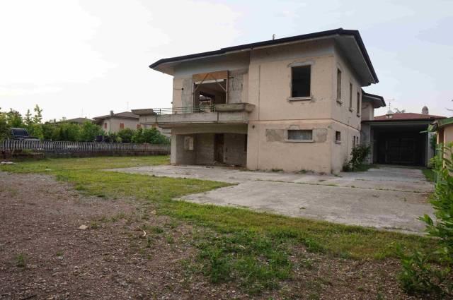 Villa in vendita a Isorella, 5 locali, prezzo € 270.000 | CambioCasa.it