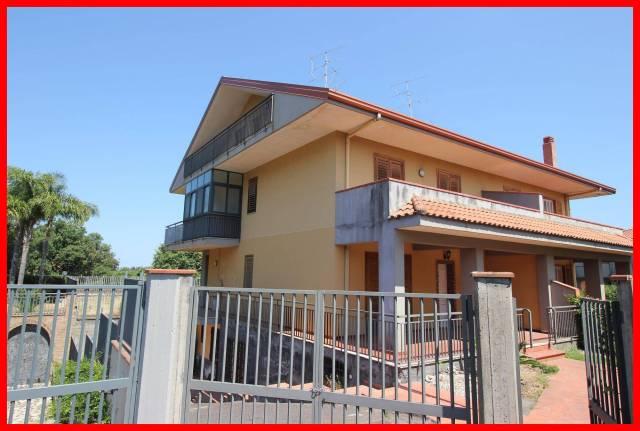 Villa in vendita a Acireale, 6 locali, prezzo € 425.000   CambioCasa.it