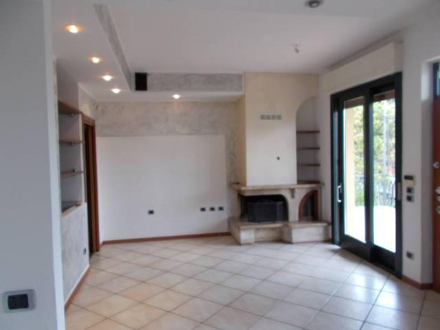 Villa in vendita a Fara Gera d'Adda, 4 locali, prezzo € 215.000 | CambioCasa.it