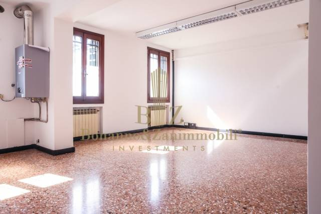 Negozio / Locale in affitto a Castelfranco Veneto, 4 locali, prezzo € 700 | CambioCasa.it