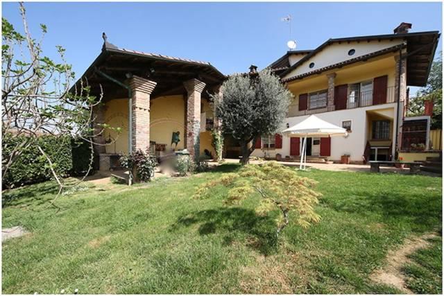 Soluzione Indipendente in vendita a Chieri, 5 locali, prezzo € 445.000 | CambioCasa.it