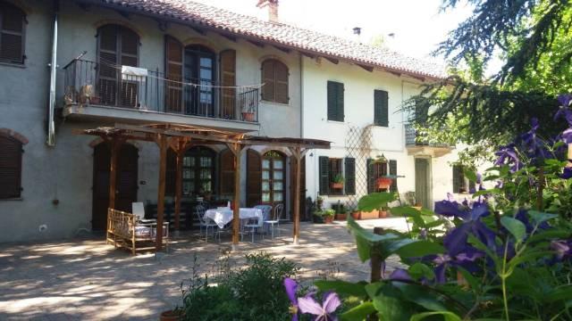 Rustico / Casale in vendita a San Damiano d'Asti, 6 locali, prezzo € 250.000 | CambioCasa.it