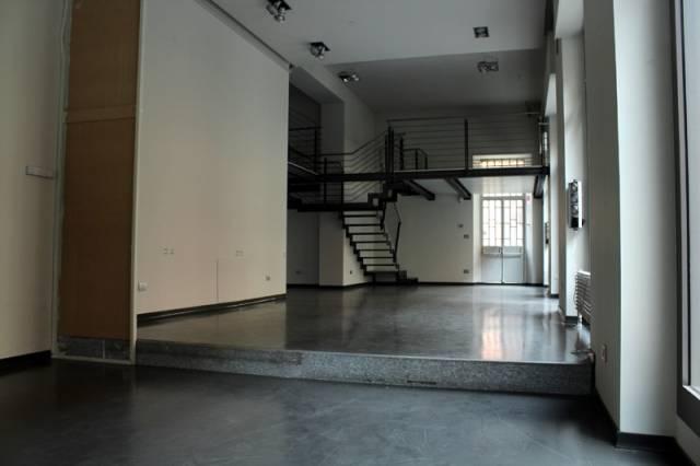 Negozio / Locale in affitto a Alba, 3 locali, prezzo € 2.200 | CambioCasa.it