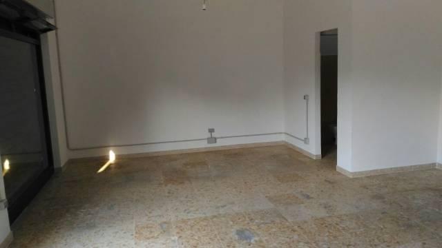 Negozio / Locale in affitto a Latina, 1 locali, prezzo € 700 | CambioCasa.it