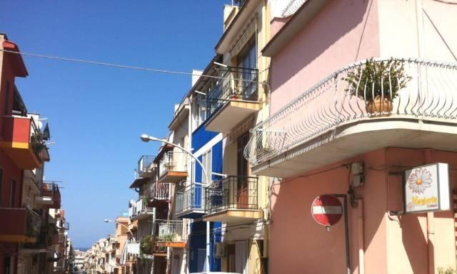 Palazzo / Stabile in vendita a Balestrate, 5 locali, prezzo € 100.000 | CambioCasa.it