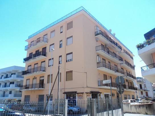 Appartamento in vendita a Patti, 5 locali, prezzo € 100.000 | CambioCasa.it
