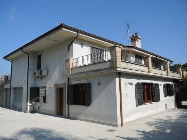 Appartamento in affitto a Riano, 3 locali, prezzo € 700 | CambioCasa.it