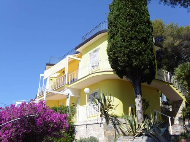 Villa in vendita a Andora, 6 locali, prezzo € 745.000 | CambioCasa.it