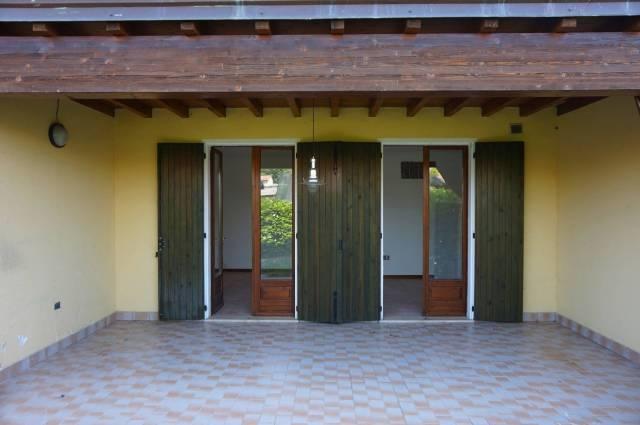 Appartamento in vendita a Manerba del Garda, 3 locali, prezzo € 175.000 | CambioCasa.it