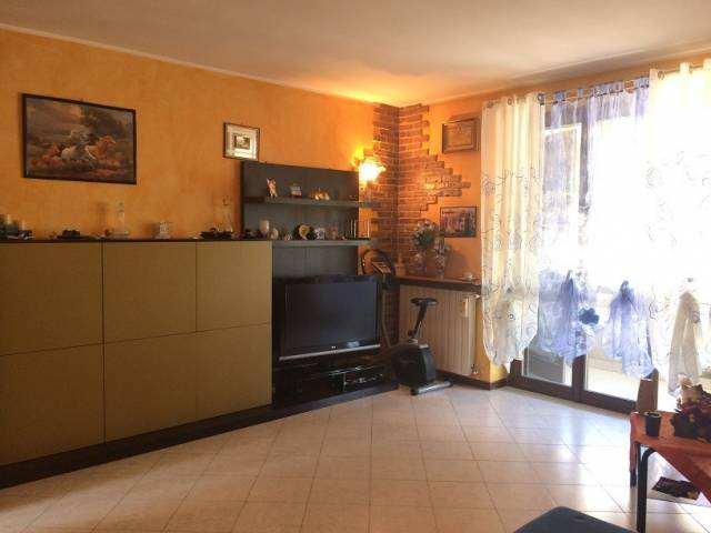 Appartamento in vendita a Caselle Lurani, 3 locali, prezzo € 99.000 | CambioCasa.it