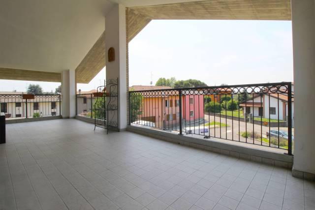 Appartamento in vendita a Bregnano, 3 locali, prezzo € 160.000   CambioCasa.it