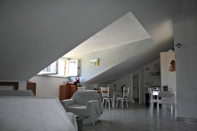 Attico / Mansarda in affitto a Castagnole delle Lanze, 1 locali, prezzo € 370 | CambioCasa.it