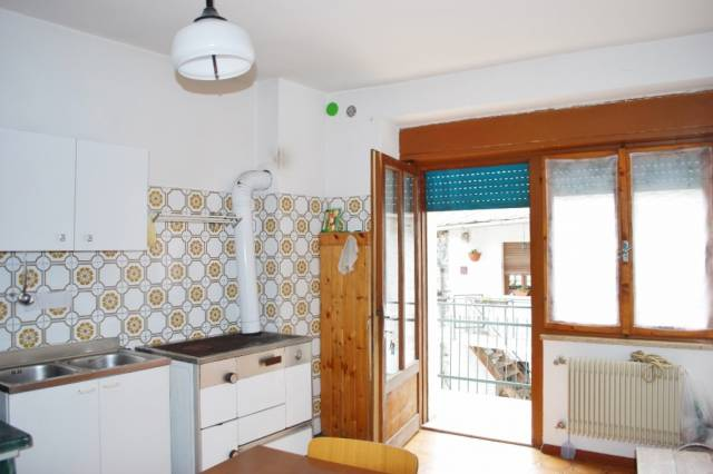 Appartamento in vendita a Roncegno Terme, 4 locali, prezzo € 110.000 | CambioCasa.it