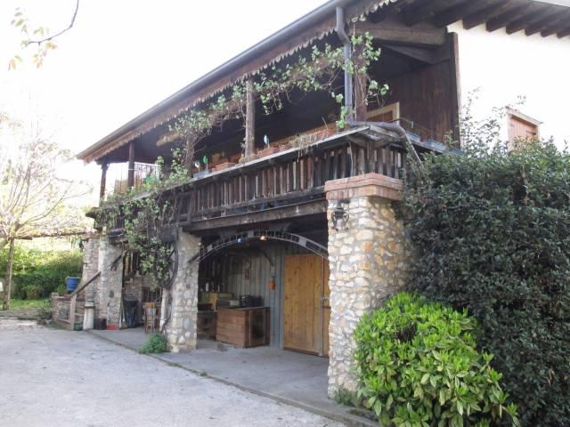 Rustico / Casale in vendita a Verona, 5 locali, zona Zona: 5 . Quinzano - Pindemonte - Ponte Crencano - Valdonega - Avesa , prezzo € 380.000 | CambioCasa.it