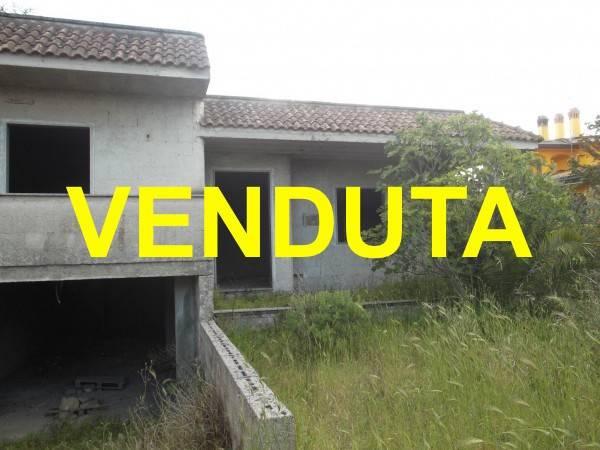 Villa in vendita a Campi Salentina, 5 locali, prezzo € 75.000 | CambioCasa.it