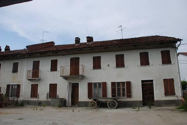 Rustico / Casale in vendita a San Damiano d'Asti, 6 locali, prezzo € 110.000 | CambioCasa.it