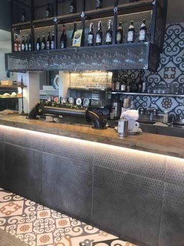 Bar in vendita a Pinerolo, 3 locali, prezzo € 330.000 | CambioCasa.it