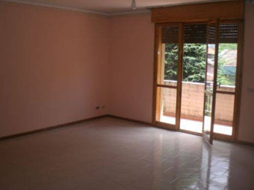 Appartamento in vendita a Castelvetro di Modena, 6 locali, prezzo € 165.000   CambioCasa.it