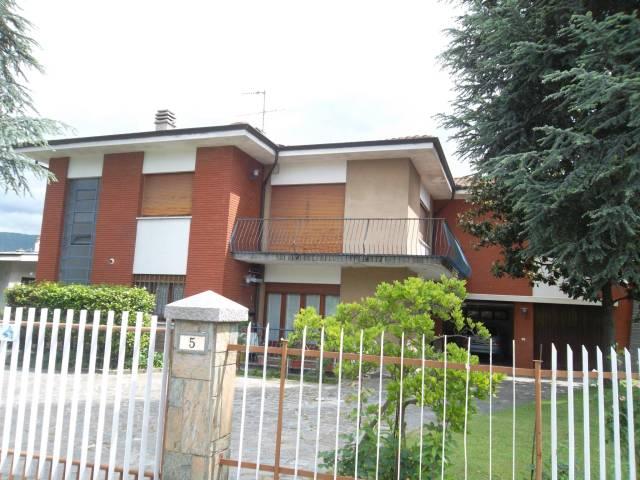 Villa in vendita a Ivrea, 6 locali, prezzo € 325.000 | CambioCasa.it