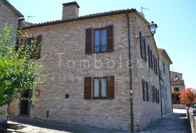 Rustico / Casale in vendita a Mondavio, 6 locali, prezzo € 240.000 | CambioCasa.it