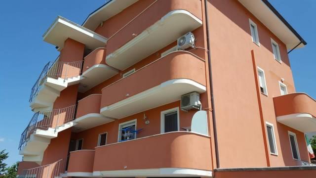 Appartamento in vendita a Pianella, 4 locali, prezzo € 96.000 | CambioCasa.it