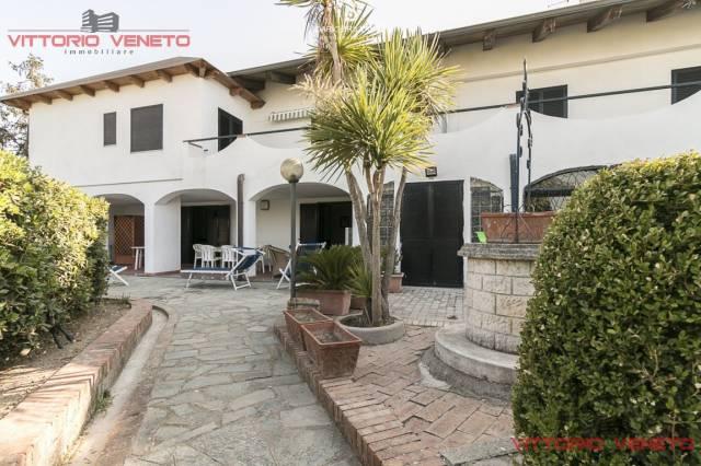 Villa in vendita a Agropoli, 6 locali, prezzo € 1.600.000 | CambioCasa.it