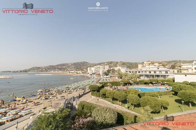 Villa in vendita a Agropoli, 5 locali, prezzo € 700.000 | CambioCasa.it